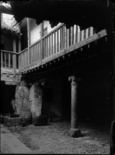 Posada de la Sangre en Toledo hacia 1920. Fotografía de Enrique Guinea Maquíbar © Archivo Municipal de Vitoria-Gasteiz