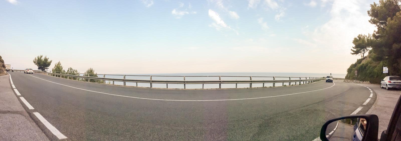 Мы решили сразу не возвращаться на автостраду, а прокатиться немного вдоль побережья.