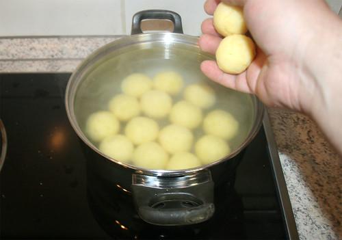 14 - Knödel kochen / Cook dumplings