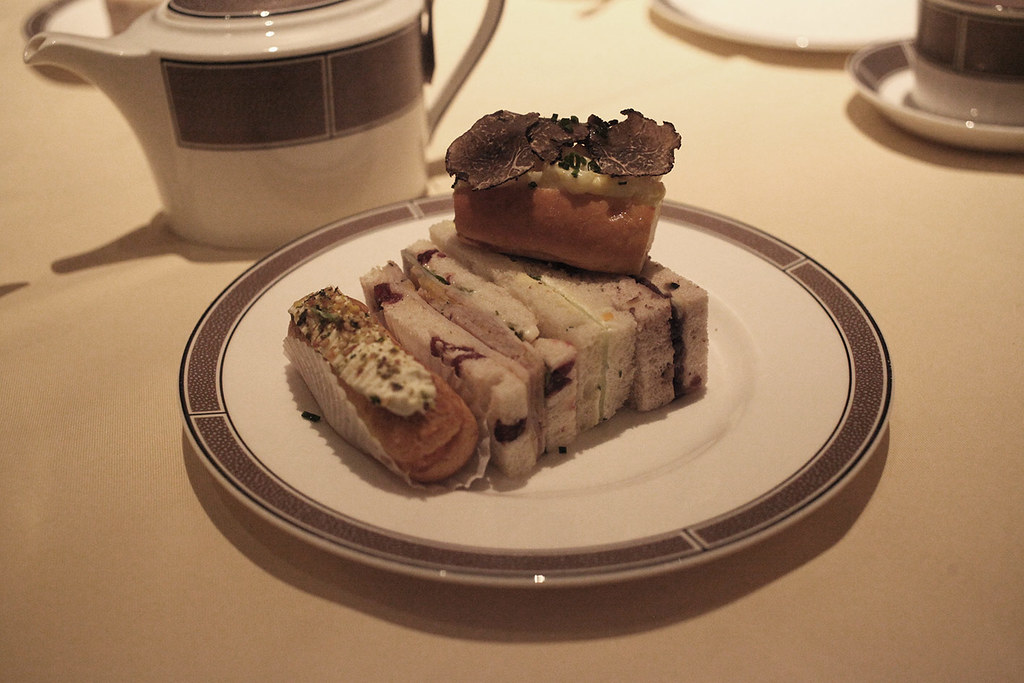 festive-afternoon-tea-at-the-langham-palm-court