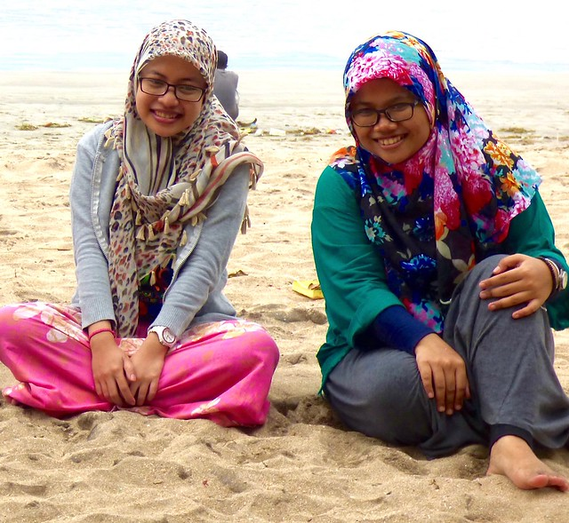 Girls from Java on the beach .