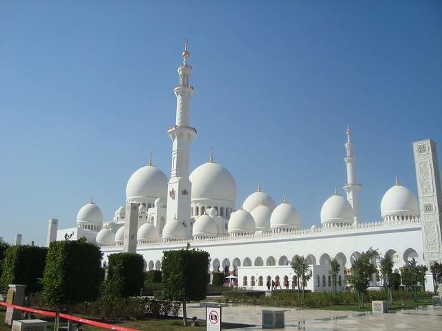 Abu Dhabi: Falken, Gewürzmärkte, Luxus Hotels und mehr!