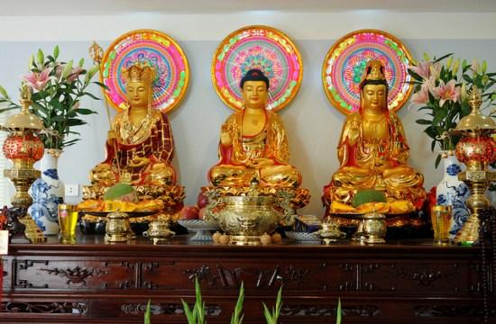 Chúng ta thờ cúng hình Phật và Bồ Tát như thế nào mới đúng?