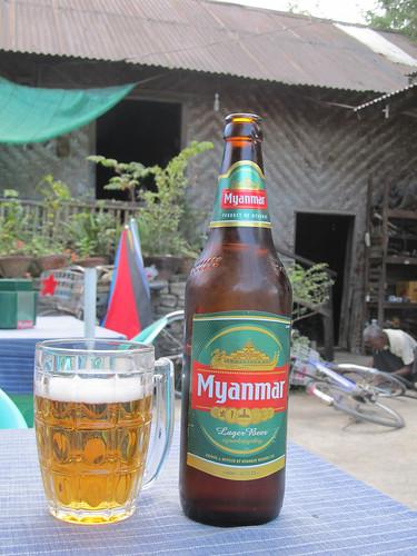 Nyaungshwe: après l'effort, le réconfort. Cette bière-là est aussi très très bonne
