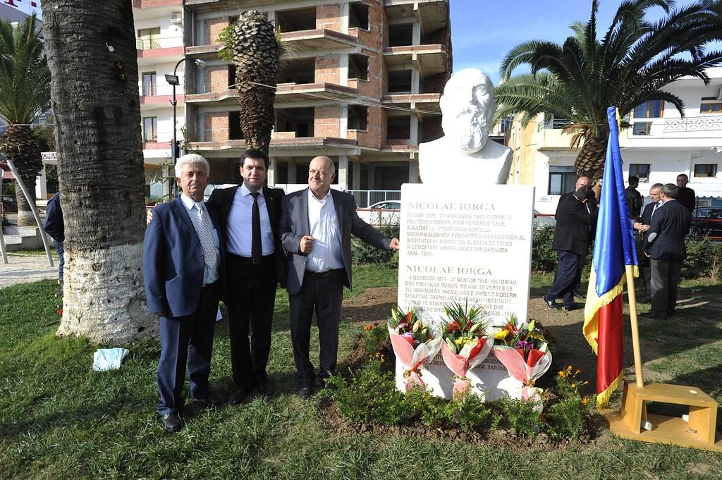 La Sarandë, în Albania s-a dezvelit bustul marelui istoric și politician român Nicolae Iorga (4)