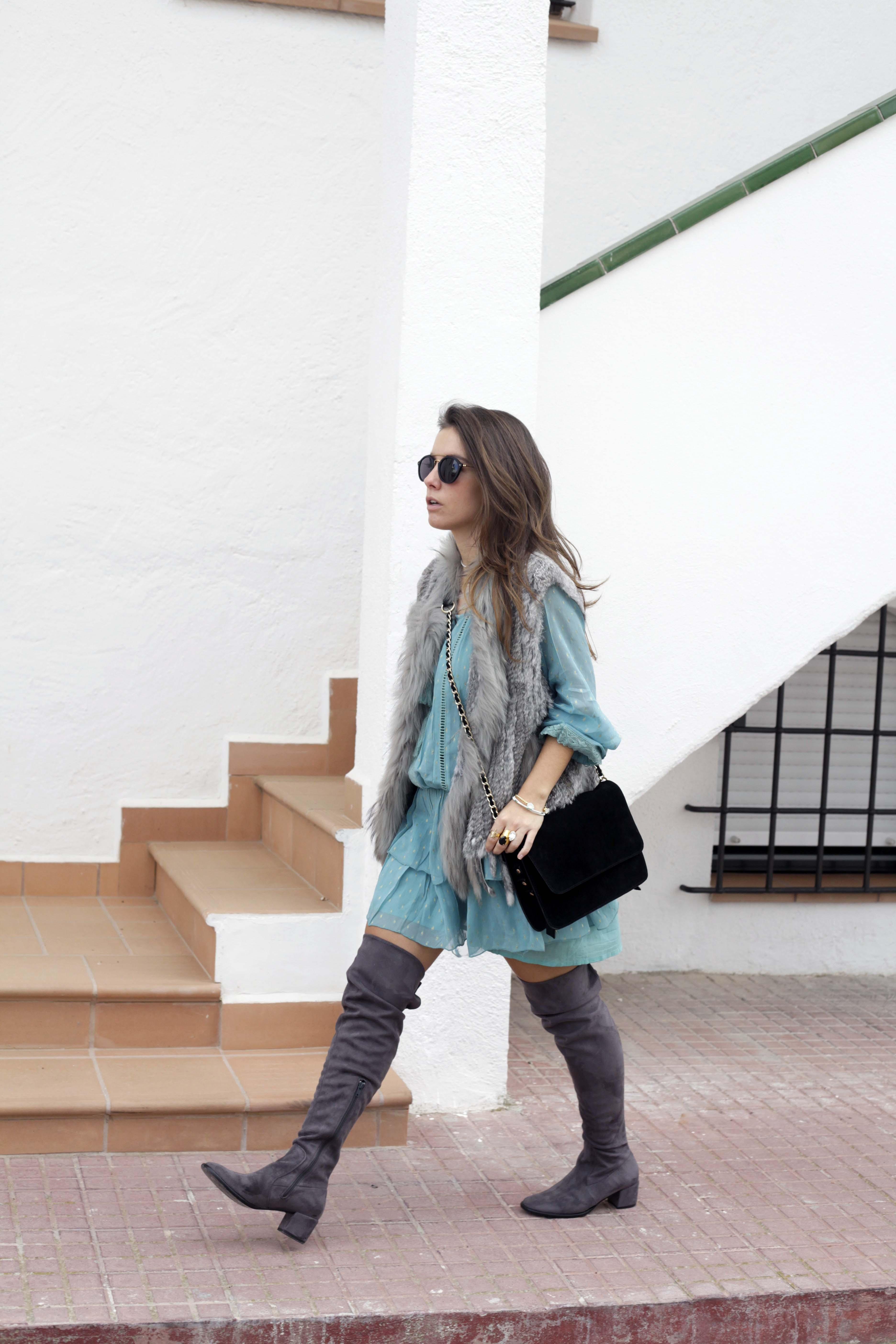 01_vestido_turquesa_y_botas_altas_girses_casual_look_theguestgirl_fashion_blogger_barcelona