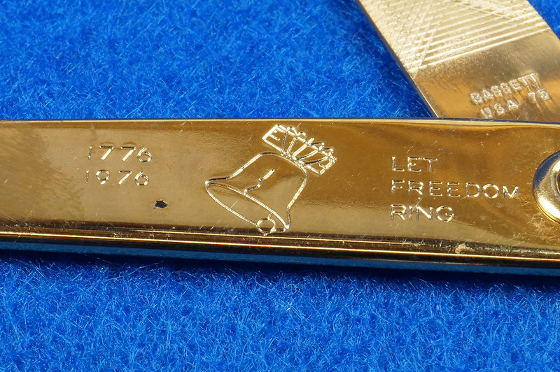 RD14785 Vintage 1976 Liberty Bell Let Freedom Ring Gold Tone Nail File by Bassett USA DSC06656