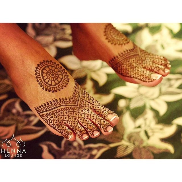 Last night's bride decided to have her feet done after all. Simple but fun. #henna #mehndi #pedicure #feet #tootsies #indianwedding #bridaldreams