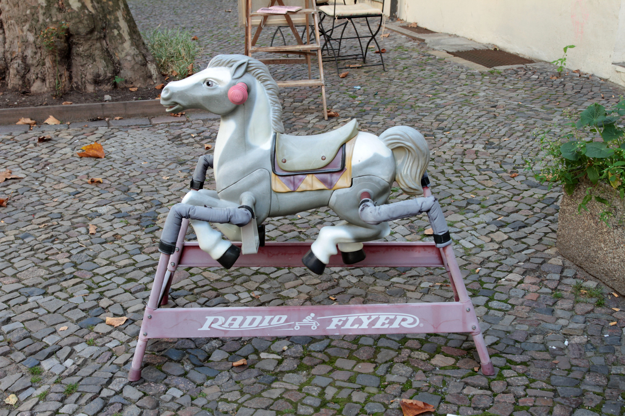 creepy-horse-berlin