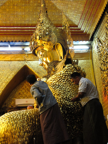 Mandalay: la pagode Mahamuni et sa statue de Bouddha aux feuilles d'or