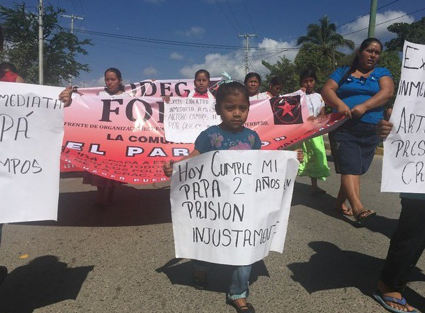Familias marchan por la libertad de 7 presos políticos en Guerrero