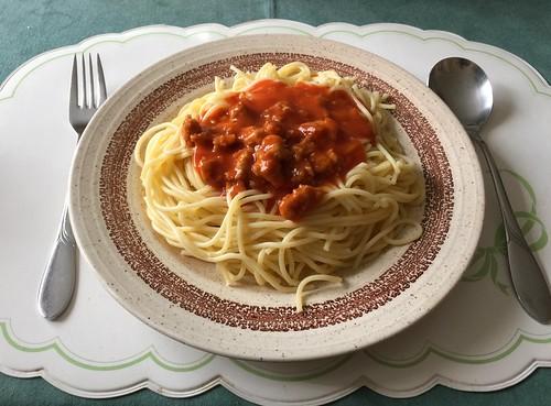 Spaghetti with ground meat tomato sauce / Spaghetti mit Hackfleisch-Tomatensauce