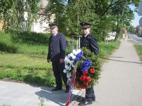 2009 - Pokládání věnce k pomníku padlých