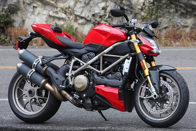 Городской байк Ducati Streetfighter