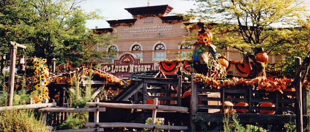 Lucky Nugget Saloon is ready for Halloween