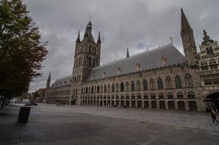 Billede af Cloth Hall. clouds hall belgium gothic center historic ieper cloth markt ypres flanders grote lakenhalle lakenhal