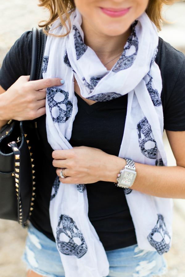 Skull scarf details