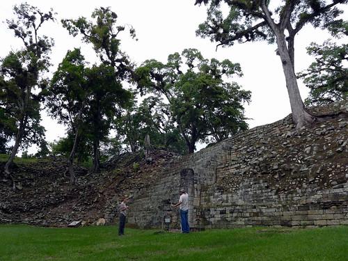 Diana y Malvin, el savio en las ruinas de Copan