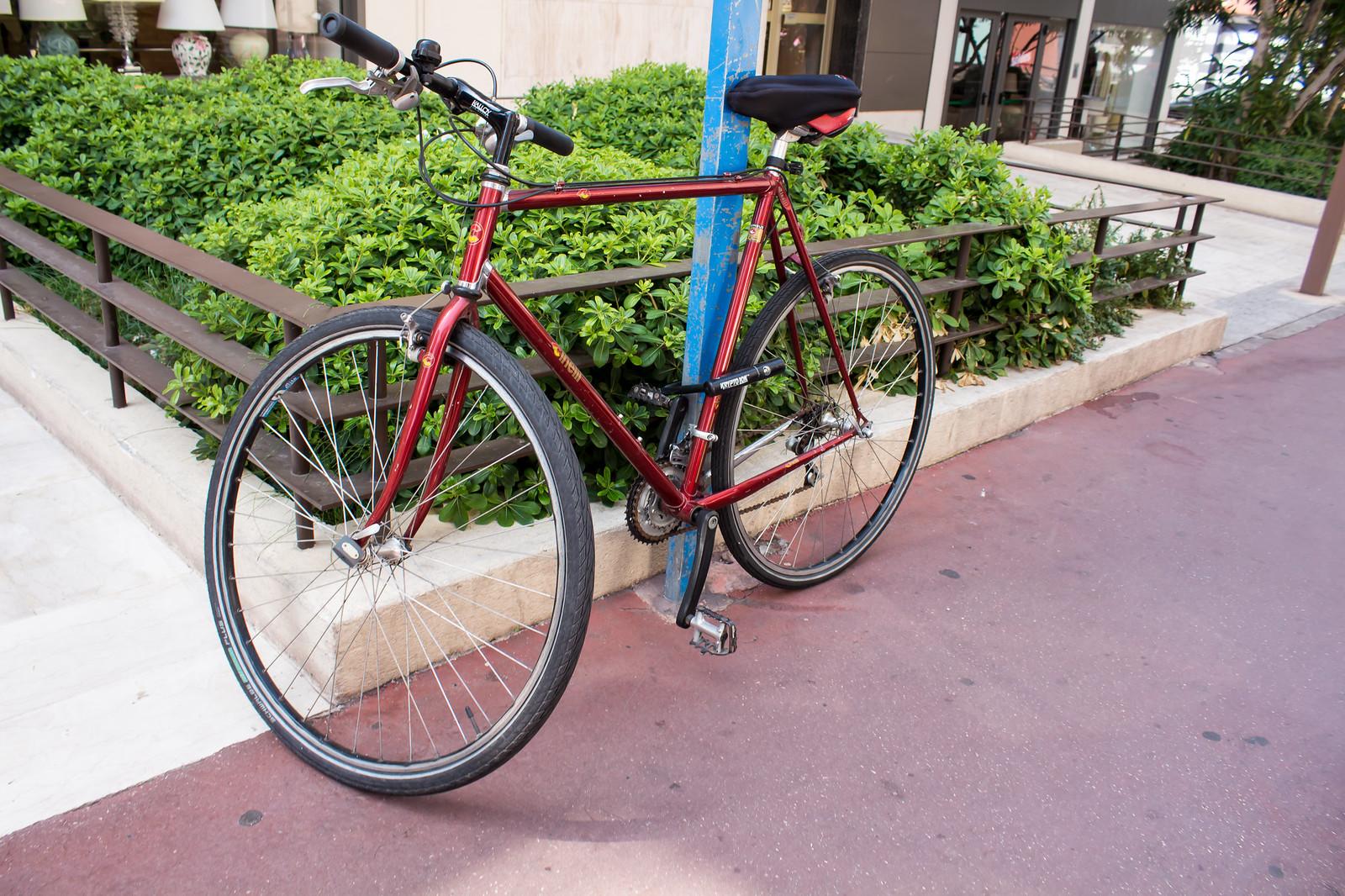 25. Велосипеды в ходу у жителей города не меньше, чем мопеды.