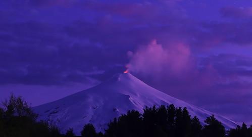 chile mountain snow ice volcano lava evening twilight dusk eruption villarrica pucón araucania