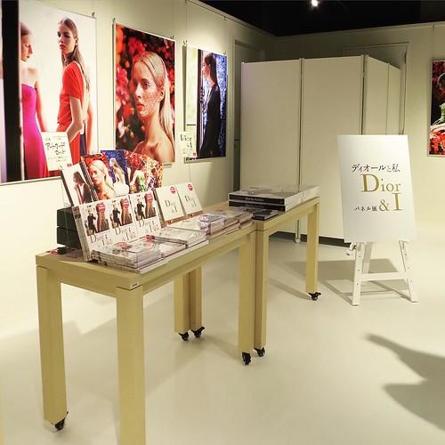ギャラリースペースの企画展と、それに合わせた商品の販売と。 #hmvbooks