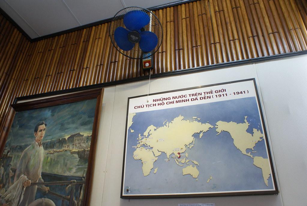 Ambiance dans le musée de la révolution communiste à Hanoi.