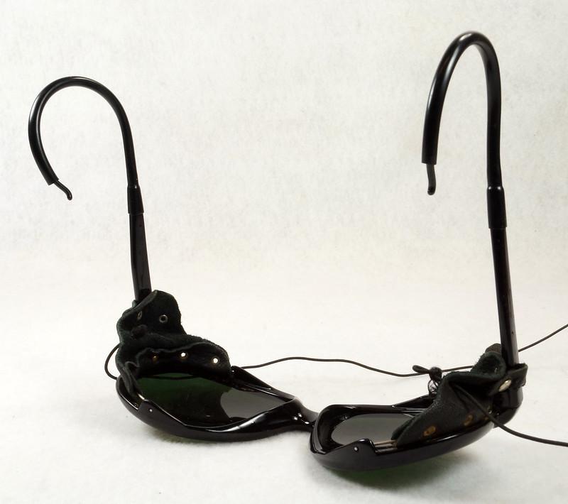 RD14855 Vintage 70s 80s Aviator Ski Motorcycle Sunglasses Black with Leather Side Shield Nylon Frame Japan DSC06475