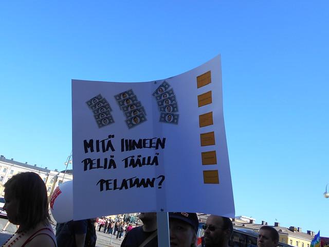 Mielenosoitus Helsingissä hallituksen leikkauspolitiikkaa vastaan 22.8.2015 - 10