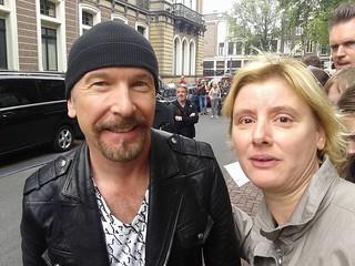 Mijn zus met U2's The Edge / Amsterdam