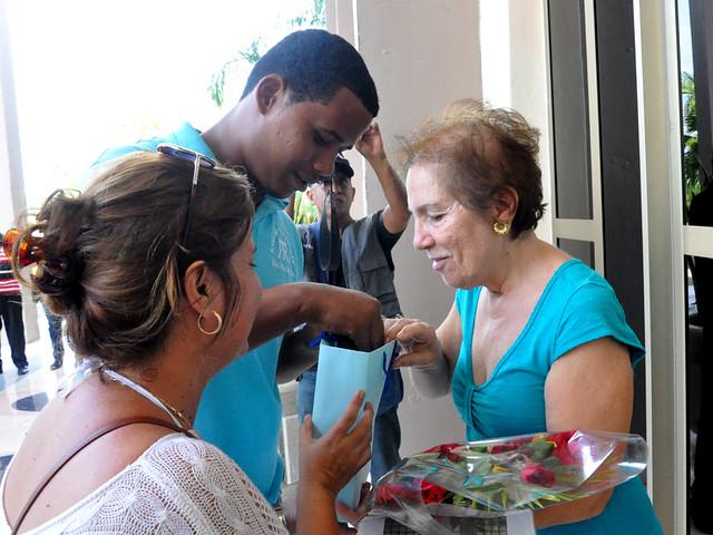Etel Margarita Bacigalupe Ranses  Di Fabio inauguró en el teatro  Bayamo la exposicion Sumi-e