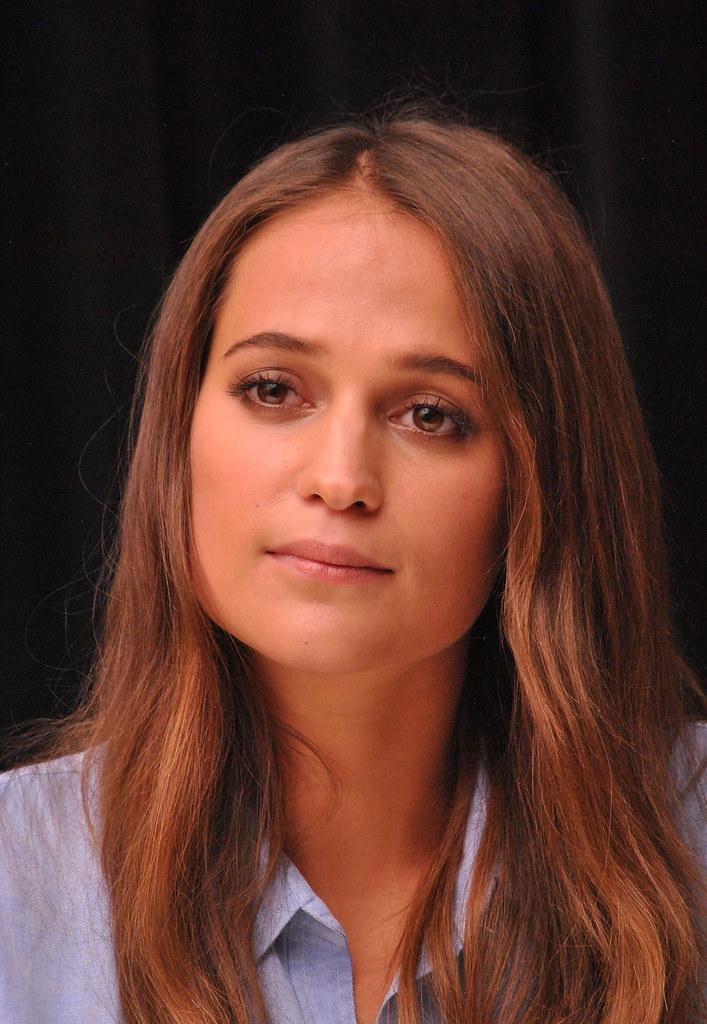 Алисия Викандер — Пресс-конференция «Девушка из Дании» на «TIFF» 2015 – 56