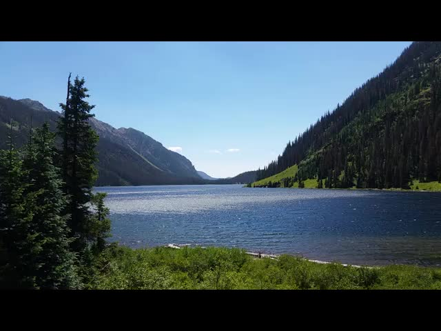 5423 Video of gusty wind along the surface of Emerald Lake