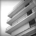 Balkone am Hauptgebäude des Bauhaus Dessau Ensemple - analog, S/W, 6x6