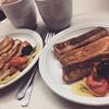 Hoy Fer se rifó un experimento para desayuno. :green_heart::blush: