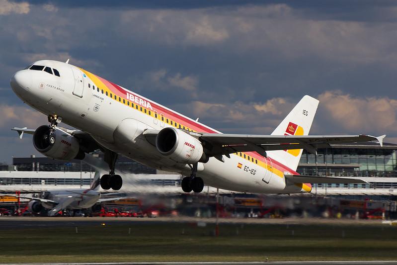 Iberia - A320 - EC-IEG (1)