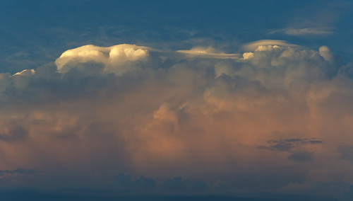 Storm cloud with pileus