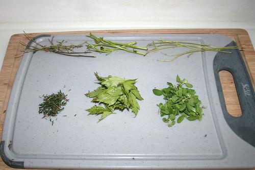 20 - Blätter von Stielen zupfen / Pick leaflets