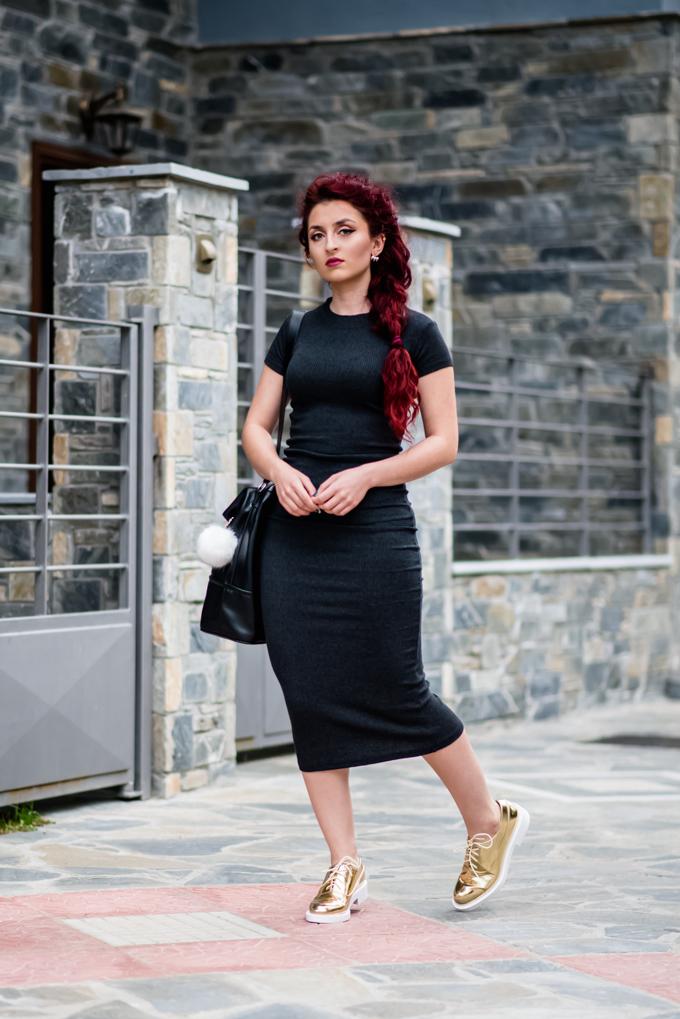 knit-dress-golden-shoes (1)