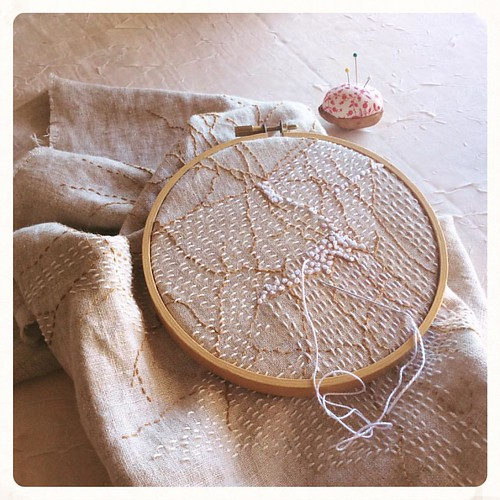 It's a sunny, French knot morning. Happy Monday! #bonniesennott #embroidery #dailyembroidery #stitch #frenchknots