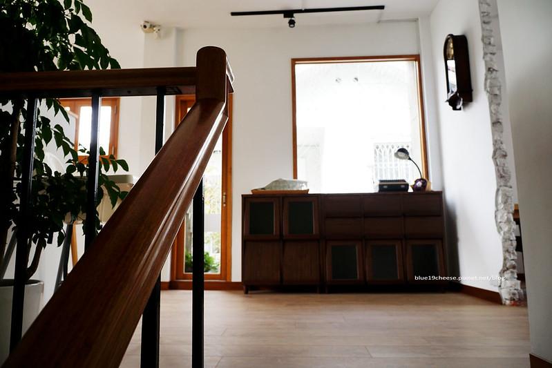 23462400459 2f27b6423d c - 【台中西區】小野食堂 - 精誠街老屋改造明亮舒適好拍空間.自家製唐揚炸雞定食和牛肉咖哩不錯.P+HOUSE對面