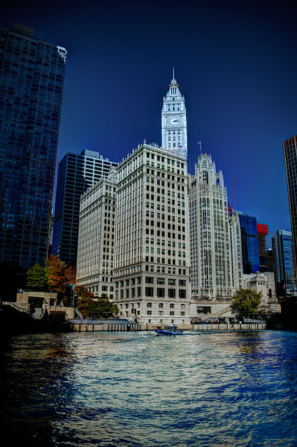 Chicago River dyed blue for Cubs World Series championship parade (Wrigley Building)