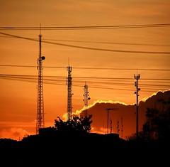 """Fim de tarde no #cabodesantoagostinho. Visão da #vilaroca do morro do #cruzeiro onde se avista antenas de telefonia e da rádio """"educativa"""" Cabo FM #sunset"""
