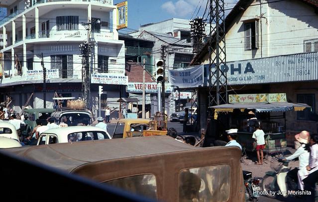 Saigon 1972 - Photo by RetiredInFremont - Ngã tư Hai Bà Trưng-Hiền Vương