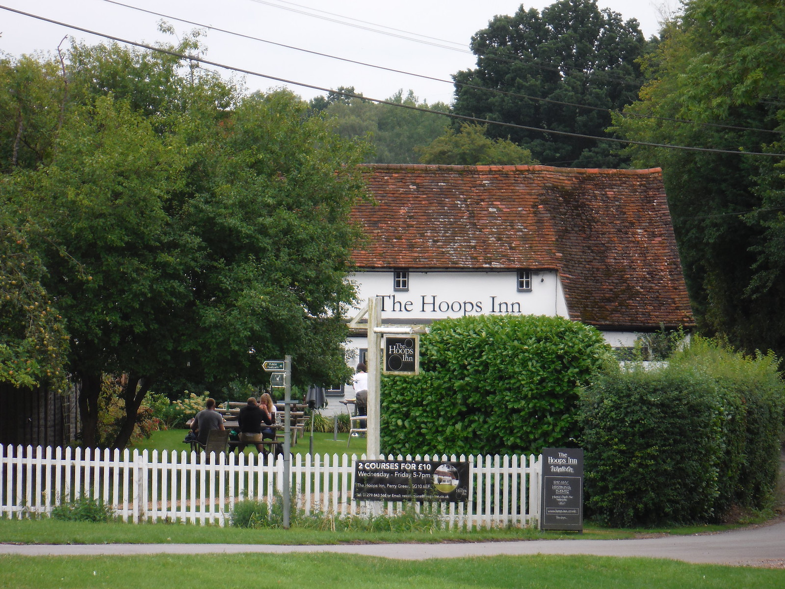 The Hoops Inn (front) SWC Walk 164 Roydon to Sawbridgeworth via Henry Moore Foundation