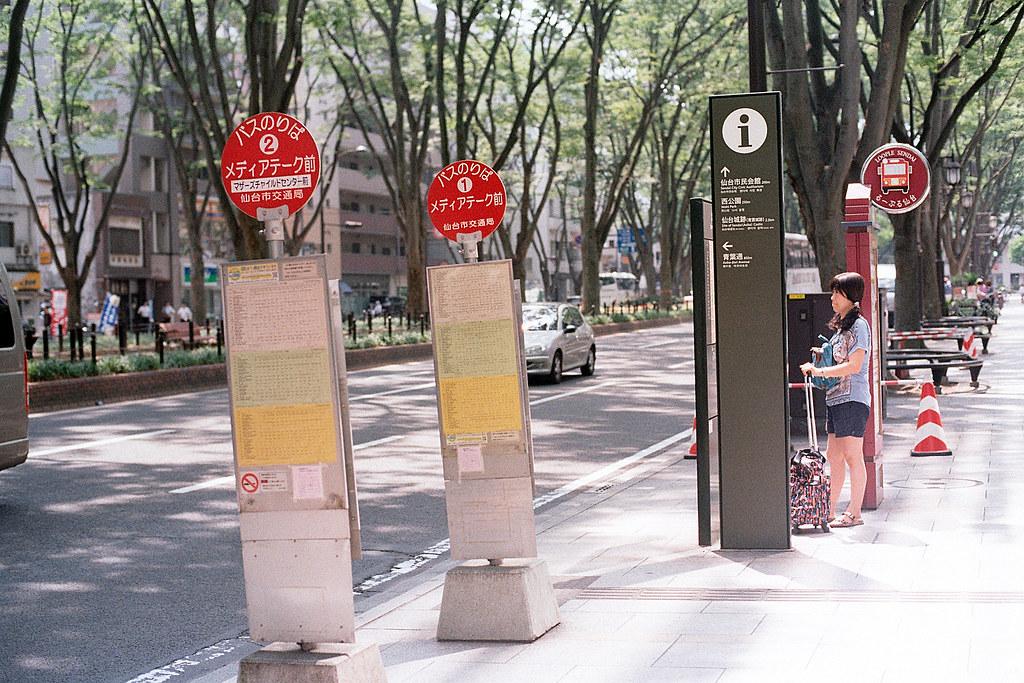 """公車站牌 仙台街道 Sendai 2015/08/07 街道公車站牌  Nikon FM2 / 50mm Kodak ColorPlus ISO200  <a href=""""http://blog.toomore.net/2015/08/blog-post.html"""" rel=""""noreferrer nofollow"""">blog.toomore.net/2015/08/blog-post.html</a> Photo by Toomore"""