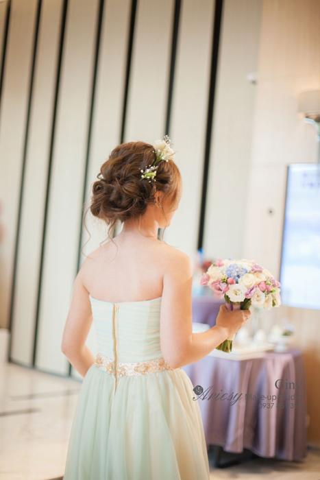 Giny,愛瑞思造型團隊,台北新娘秘書,新娘秘書,清透妝感,鮮花造型,蓬鬆盤髮,線條盤髮,韓風飾品,新莊典華