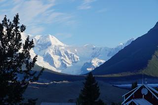 002 Uitzicht Glacier Lodge in de vroege ochtend