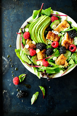 Breaded chicken salad with seasonal fruit