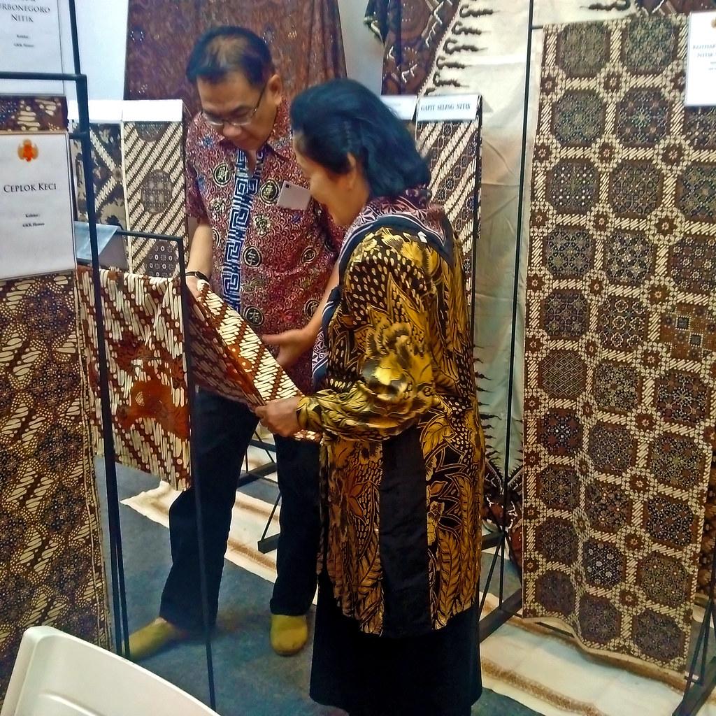 Kemeja Batik Lasem: Batik Tulis Halus Lawasan Yogyakarta Di Jakarta