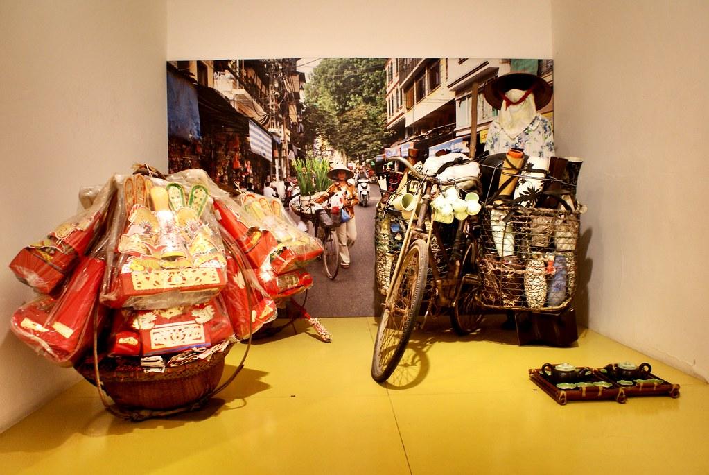 Installation sur les femmes commerçantes au musée de la femme vietnamienne à Hanoi.
